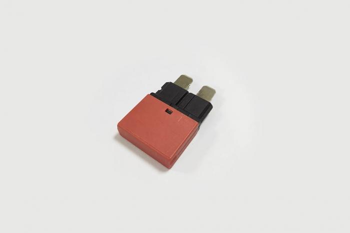 102 series  - resettable blade fuse circuit breaker
