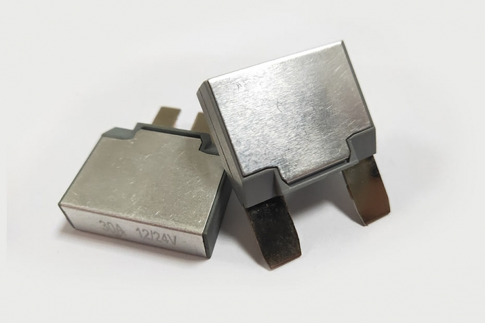 17 Series Auto-Reset-Circuit Breaker