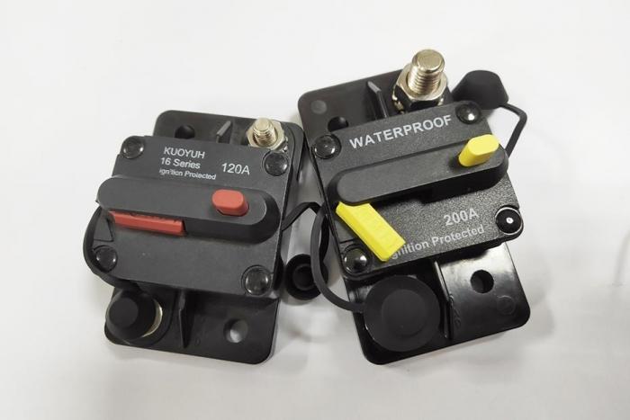 16F Series | Push to Reset Circuit Breaker