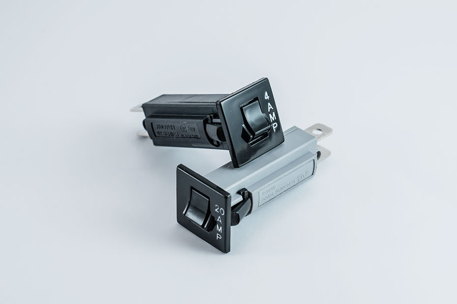 92 Series Push-To-Reset Circuit Breaker